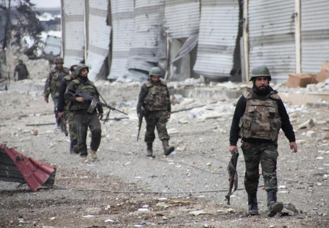 Forces loyal to Syria's President Bashar al-Assad walk with their weapons in the Aleppo town of Naqaren, after claiming to have regained control of the town, January 13, 2014. REUTERS/George Ourfalian (SYRIA - Tags: POLITICS CIVIL UNREST CONFLICT)