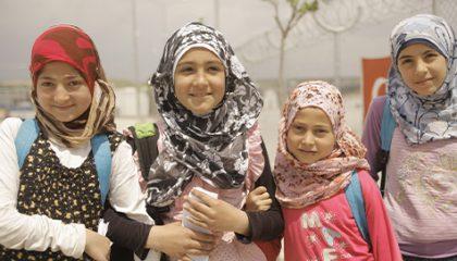 التعليم: تطوير الاعتماد على الذات للاجئات السوريات في المجتمعات المضيفة